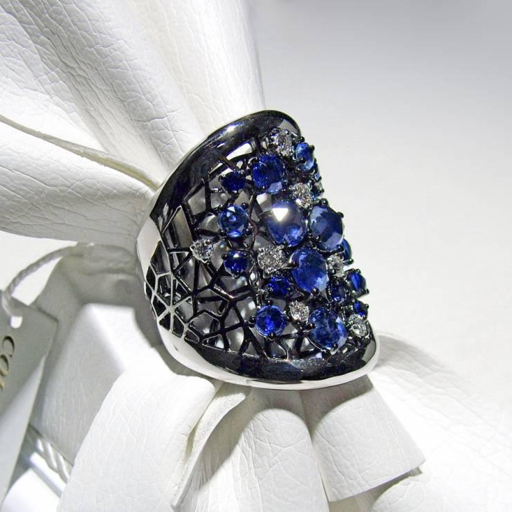 Anello Fascia Zaffiri Blu e Diamanti