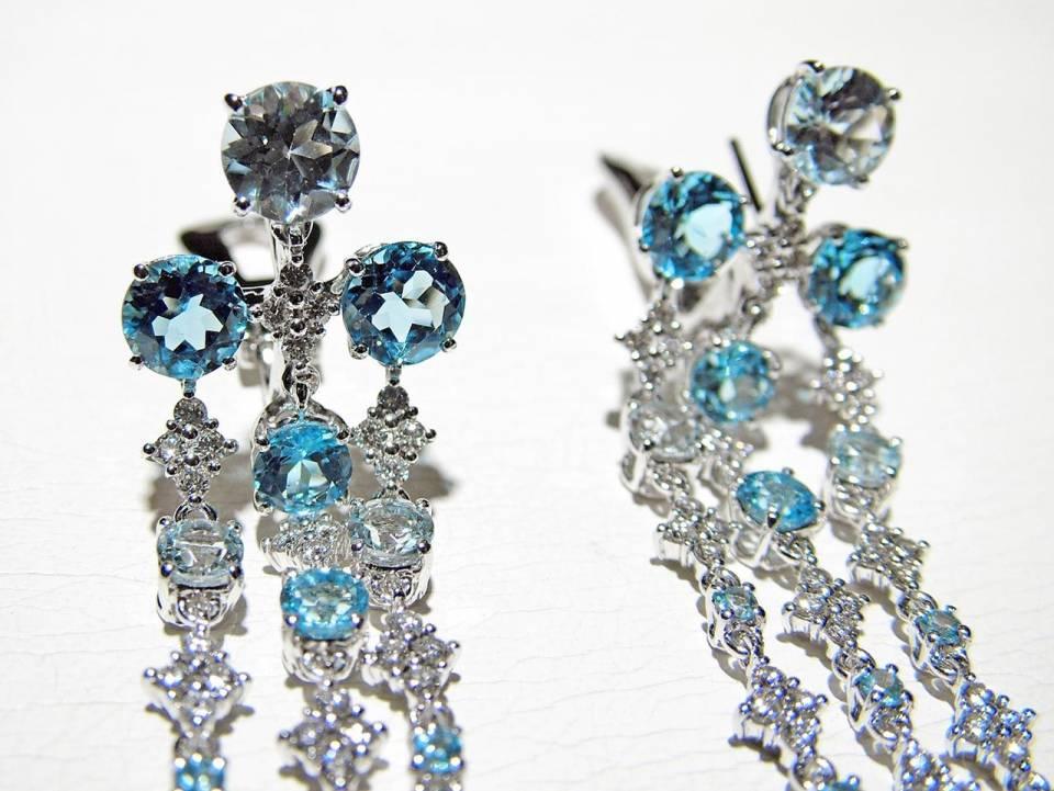 Orecchini Pendenti Oro bianco Diamanti Topazi Azzurri dettaglio